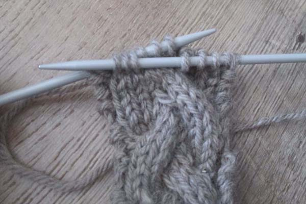 how-to-knit-the-cable-stitch-without-a-cable-needle-step-5